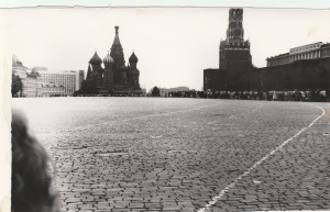 The red square with queue from l/r to see Lenin in his mausoleum.