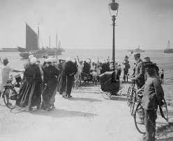 wives waiting for their fishermen husbands at Scheveningen